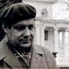 Іван Мележ ля будынка Дома творчасці.
