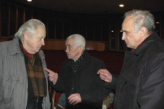 Дыскусія. Аляксей Рагуля (у цэнтры) разам з Міхасём Карпуком і Міхасём Кенькам.