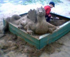 У Гомелі зь пяску вылупіцца цмок