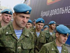 В последние дни настоящим хитом интернета стала песня в исполнении десантников, с призывом к «тирану» уйти.