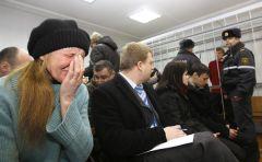 Маці Сяргея Каваленкі сп-ня Любоў перад пачаткам працэсу 21 лютага, photo.bymedia.net