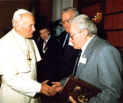 Адам Мальдзіс на аўдыенцыі ў Папы Рымскага Яна Паўла ІІ (1990)