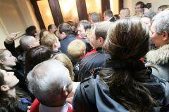 Активисты оппозиционных украинских партий заняли здание Киевского городского совета.