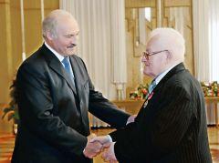 28 чэрвеня 2013 года Адам Мальдзіс атрымаў з рук кіраўніка дзяржавы ордэн Францыска Скарыны