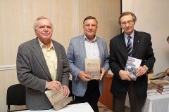 Презентация книги «Надлом. Кручина Вековая» белорусского автора Василия Яковенко прошла 2 февраля 2015 года в Петербурге.