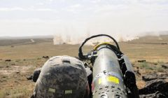 Солдат армии США во время тренировочной стрельбы из ПТРК FGМ-148 Javelin, 21 августа 2014. Источник: Армия США