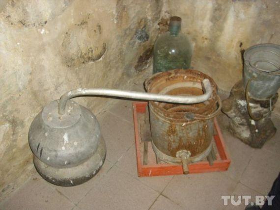 Самагонныя апараты з музея цвярозасці