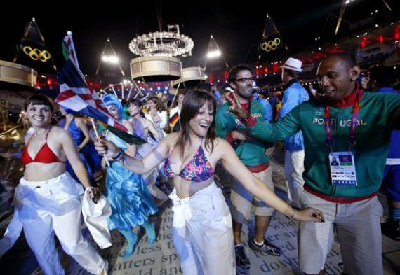 Атлеты з Партугаліі дэманстравалі свае нацыянальныя танцы.