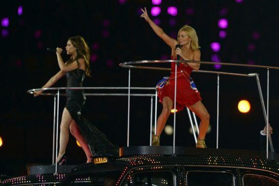 Вікторыя Бэкхам і Джэры Халіўэл адмыслова для Алімпіяды праспявалі разам хіты Spice Girls.