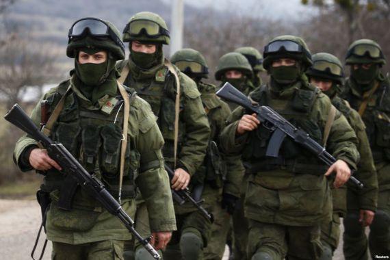 Военнослужащие армии РФ в Крыму. Источник: Reuters