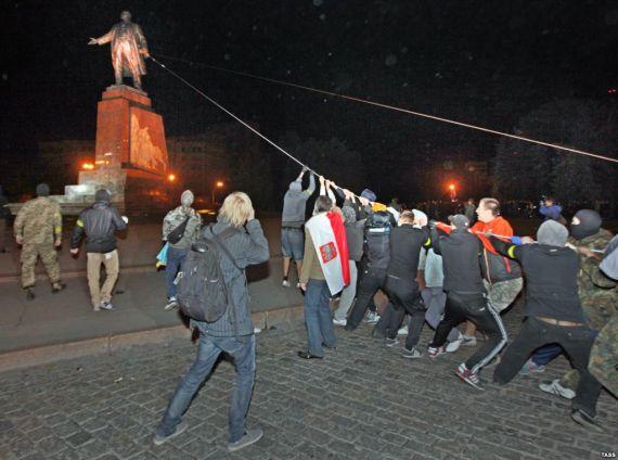 Снос памятника Ленину в Харькове, сентябрь 2014