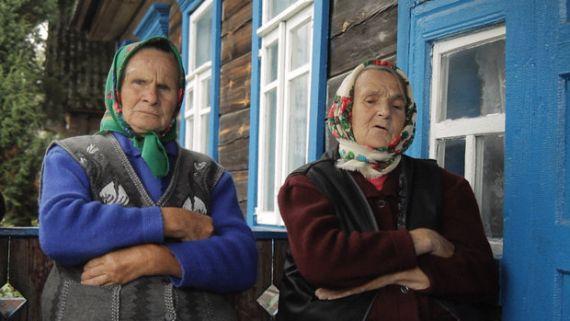 Ева Паўлаўна Прыходзька (1932 г. н.) і Ганна Іванаўна Сакалоўская (1935 г. н.), в. Іванава Слабада, Лельчыцкі р-н