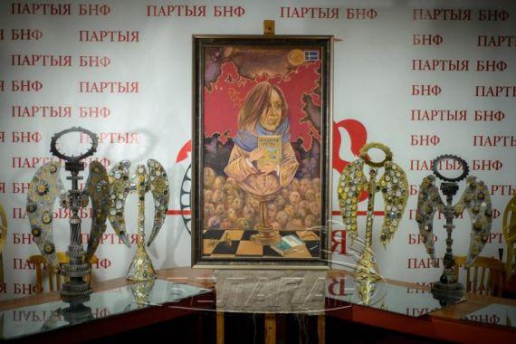 Алексей Марочкин написал карикатурный портрет Светланы Алексиевич